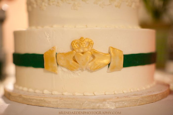 Claddagh-Ring-on-the-Wedding-Cake~ARIZONA-RENAISSANCE-WEDDING-~copyright-BRENDAEDENPHOTOGRAPHY.COM