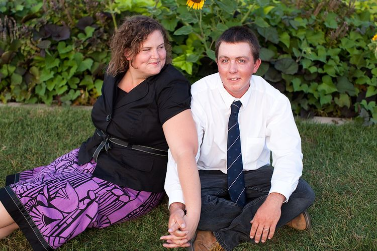 Crystal-and-Jerry-engagement-session-Mesa-LDS-Temple-(4)-brendaedenphotography.com